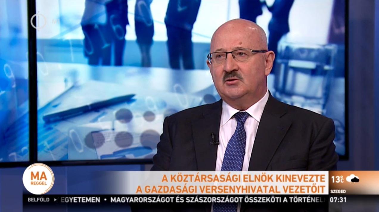 Juhász Miklós a Gazdasági Versenyhivatal elnöke az M1 műsorában. Fotó: M1